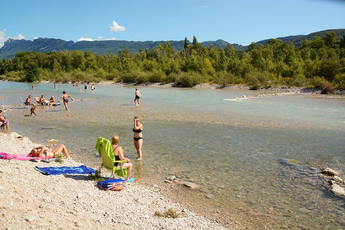 Swimming and relaxing on the river Drôme