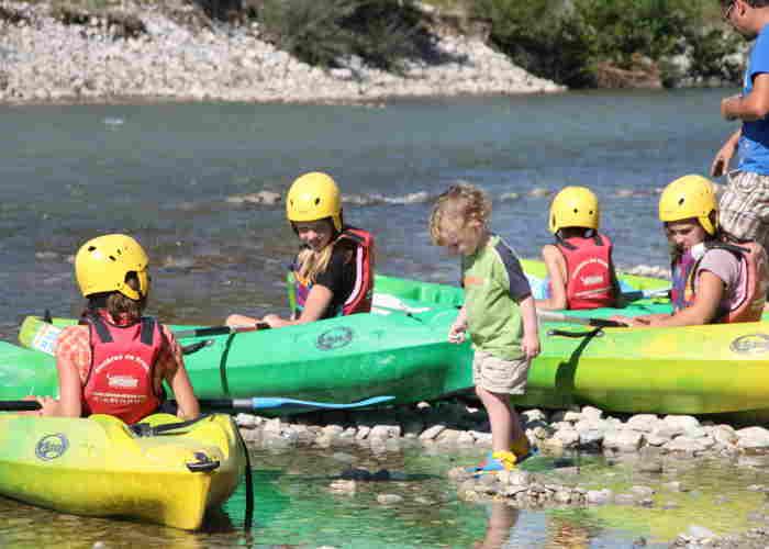 Miniclub kano: kinderen leren terwijl ze plezier hebben